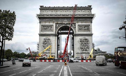 Der Arc de Triomphe wird verhüllt
