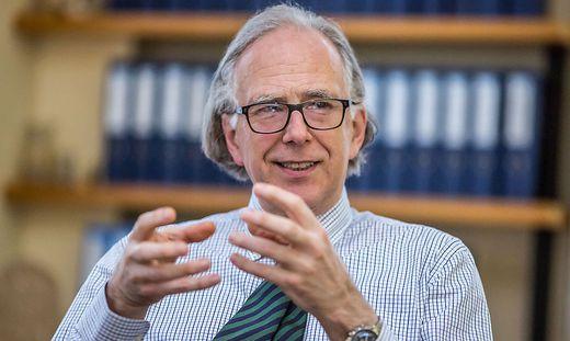 Univ.-Doz. DDr. Ferdinand Rudolf Waldenberger Medizinischer Direktor Klinikum Klagenfurt Februar 2015