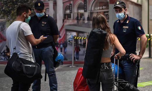 """""""Certificazione verde, per favore"""": In Italien geht ohne den """"Grünen Pass"""" immer weniger"""