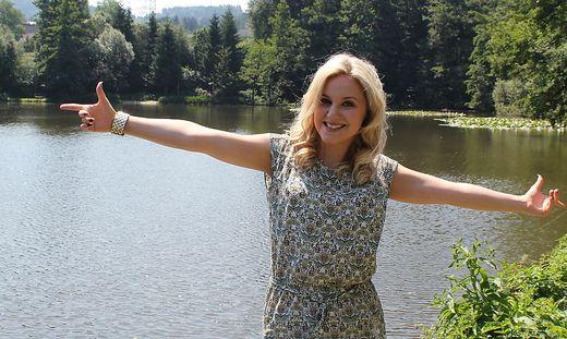 Für Sängerin Natalie Holzner ein besonders guter Platz zum Ausspannen: der Grafenteich beim Schlosspark Greißenegg
