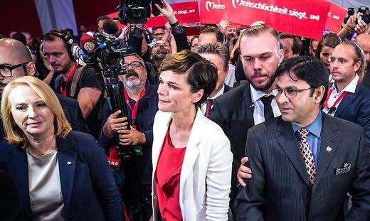 Lange Gesichter bei der SPÖL: Doris Bures, Pamela Rendi-Wagner