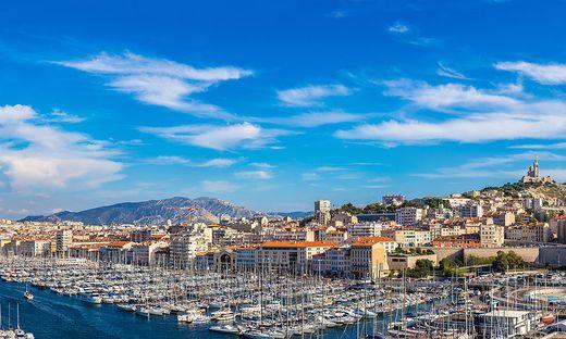 Der Jachthafen von Marseilleliegt gut geschützt in einer ausladenden Bucht