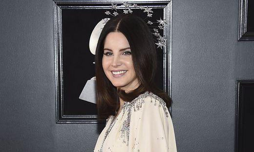 Lana Del Rey muss sich vier Wochen schonen