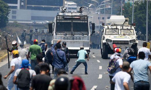 Heftige Zusammenstöße zwischen Militär und Demonstranten in Caracas