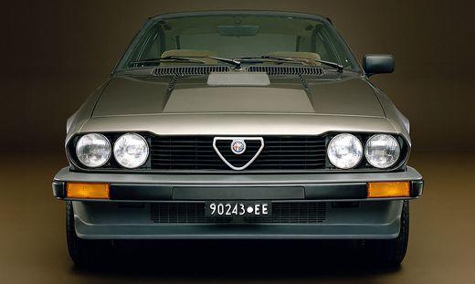 An der Beule auf der Motorhaube zu erkennen: Alfas GTV 6