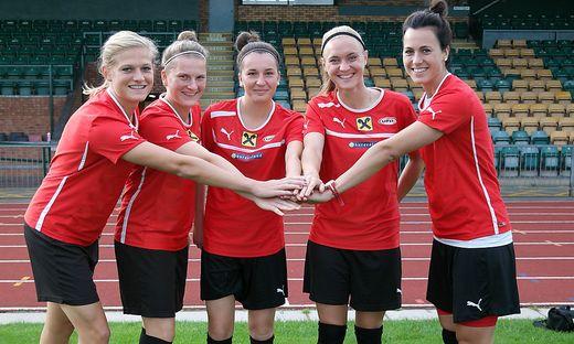 Carina Wenninger, Sophie Maierhofer, Barbara Dunst, Sarah Puntigam und Viktoria Schnaderbeck (von links)