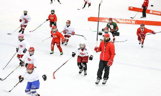 Markus Peintner trainiert mit U10 KAC Nachwuchs Eishalle Klagenfurt
