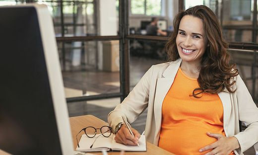 Positive pregnant CEO preparing for meeting