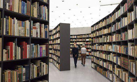Bücher nicht verlängert: Professorin muss 2250 Euro zahlen