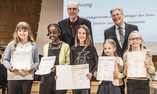 Gernot Ogris und Peter Kaiser verliehen die Urkunden an die Preisträger
