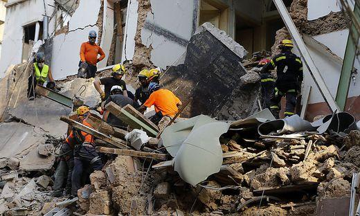 Die Rettungshelfer versuchten, von oben an die Opfer zu kommen