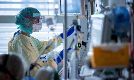 Die Behandlung der Corona-Patienten ist für das medizinische Personal extrem fordernd