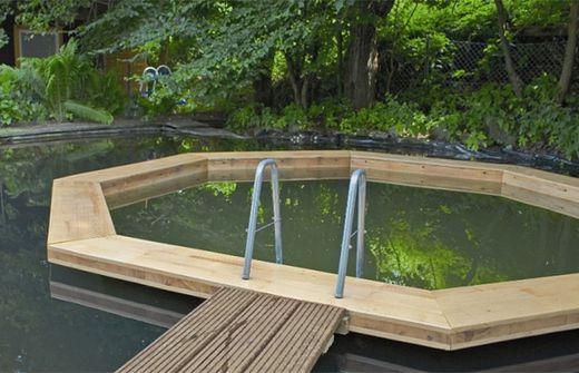ganz ohne beton naturpools nur wasser und holz. Black Bedroom Furniture Sets. Home Design Ideas