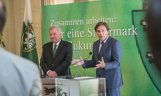 Die Reformpartner Hermann Schützenhöfer (ÖVP) und Franz Voves (SPÖ) ließen die Landkarte neu zeichnen.