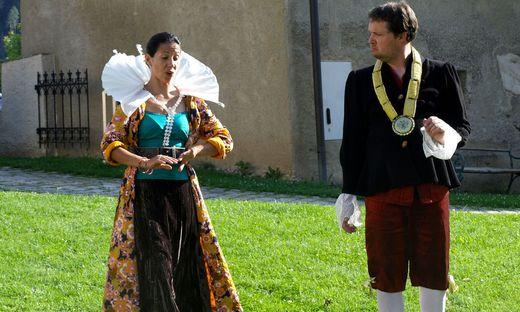 Sara Zambrano und Robert Grießner in dem Stück
