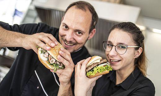 Burger, Tacos und viele weitere Speisen warten auf die Gäste des Streetfood Weekends.