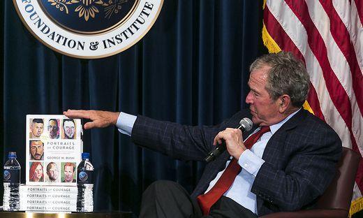 George W. Bush stellt den Bildband vor