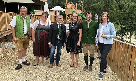 Erwin Gruber, Silvia Karelly, Alexander Lehofer, Angelika und Erhard Pretterhofer sowie Landesrätin Barbara Eibinger-Miedl