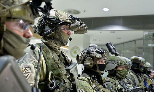 US-Spezialkräfte im April 2018 bei einer Übung in einem Einkaufscenter in Wien - gemeinsam mit Soldaten des Jagdkommandos