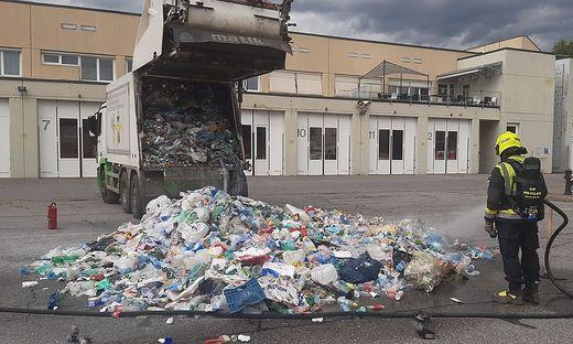 Der brennende Müll konnte im Feuerwehrzentrum gelöscht werden