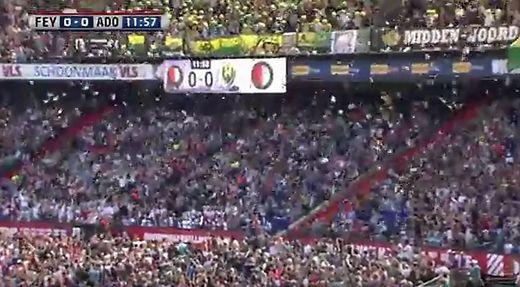 Während Liga Spiel Den Haag Fans Lassen Kuscheltiere Auf Kinder