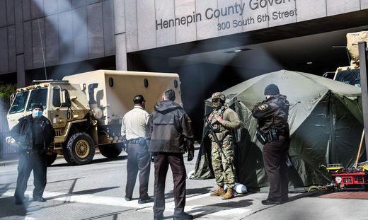 Großes Polizeiaufgebot vor dem Gericht in Minneapolis