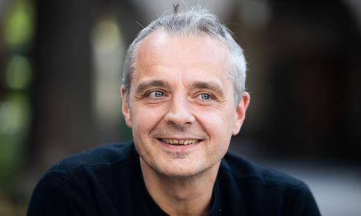 INTERVIEW MIT DEN 'STAATSKUeNSTLERN': MAURER