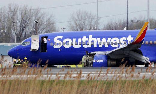 Scheibe im Flugzeug zerplatzt - Passagier nach Notlandung tot