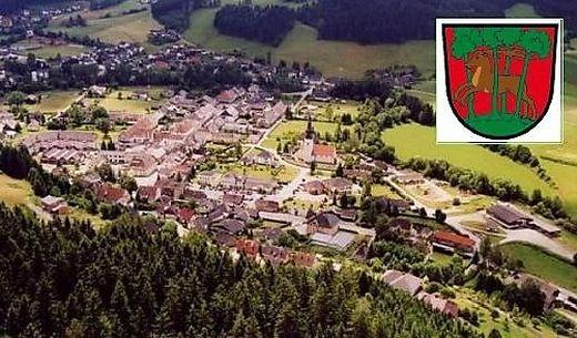 Eingebettet im Gurktal liegt Weitensfeld, wo der Brauch des Kranzelreitens mit dem Kuss der steinernen Jungfrau endet