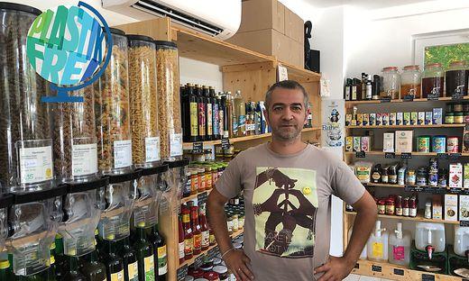Radomir Kovacic in seinem plastikfreien Geschäft