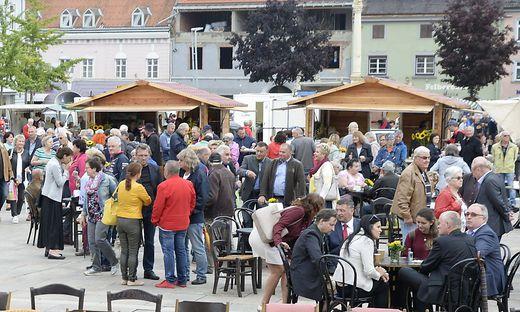 Unsere Leser sorgten bei unserer Feier auf dem Brucker Hauptplatz für eine tolle Kulisse