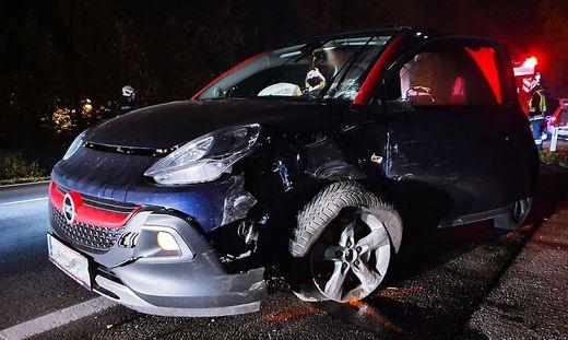 Die beiden Unfallfahrzeuge wurden stark beschädigt