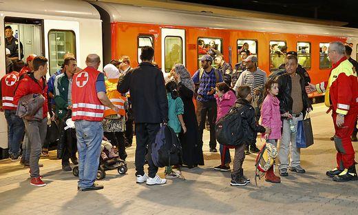 Zwischenstopp in Klagenfurt: Bis zu 3500 Flüchtlinge wurden täglich in den Kärntner Tranisitquartieren mit Essen und Kleidung versorgt