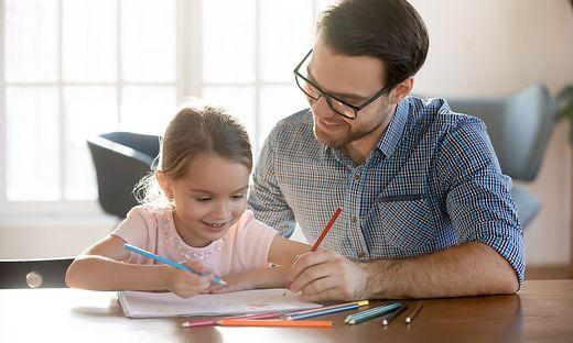 Der Anspruch greift etwa, wenn Schulkinder in Quarantäne müssen und zu Hause betreut werden