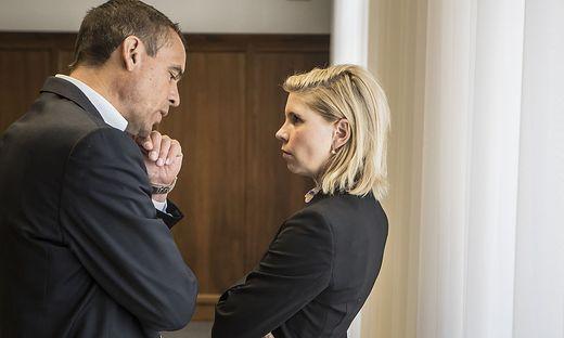 Uwe Scheuch im Gespräch mit seiner Anwältin Ulrike Pöchinger