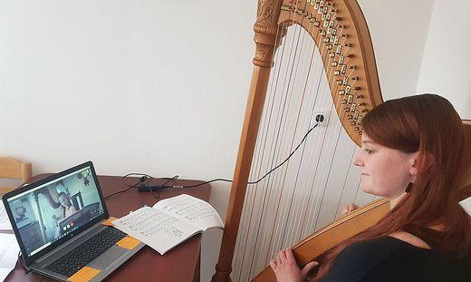 Harfenunterricht via Skype
