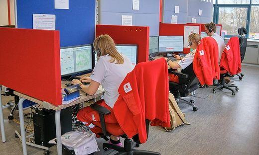 Die diplomierten Pflegekräfte bei 1450 können behördliche Coronatests durch das Rote Kreuz beauftragen