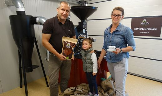 """Aleksandra Piecak-Maitz und Franz Maitz produzieren in der eigenen Rösterei in  Frutten-Gießelsdorf den """"MaiKa""""-Kaffee."""
