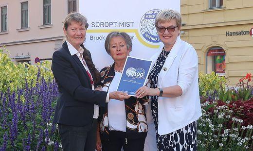 Projektkoordinatorin Helga Papst, Klubsekretärin Stefanie Ledolter und Präsidentin Eva Tomaschek