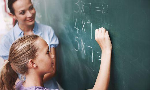 Ab Mai geht es für Schüler und Lehrer wieder zurück ins Klassenzimmer. Drei Lehrer erzählen, warum sie sich darauf freuen.