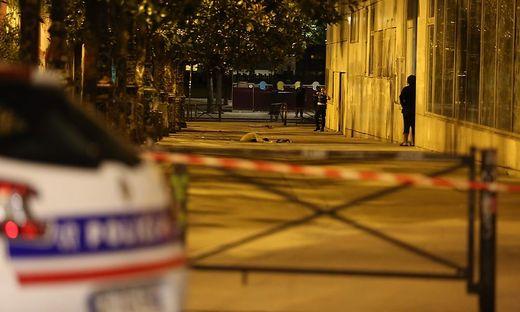CORRECTION-FRANCE-PARIS-POLICE-KNIFE-ASSAULT-TOURISM