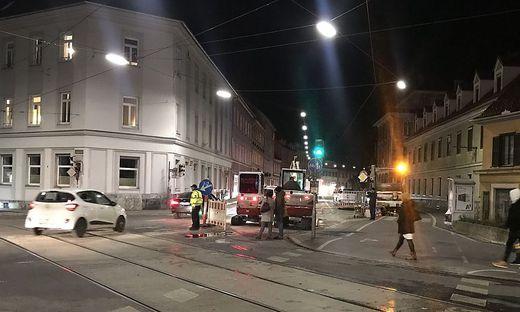 Rohrbruch an der Ecke Wickenburggasse/Körösistraße in Graz