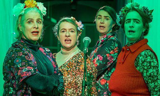 Proben für ein Stück, das noch aufzuführen sein wird: Monika Klengel (2. von links) mit Eff Hofer, Gabi Hiti und Juliette Eröd