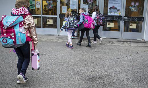 """Die Schließung von Bildungseinrichtungen hätte nicht nur gravierende Folgen für die Ausbildung, sondern auch """"weitreichende Auswirkungen auf das soziale, psychische und geistige Wohlbefinden der Kinder und Jugendlichen"""", so die ÖGKJ."""
