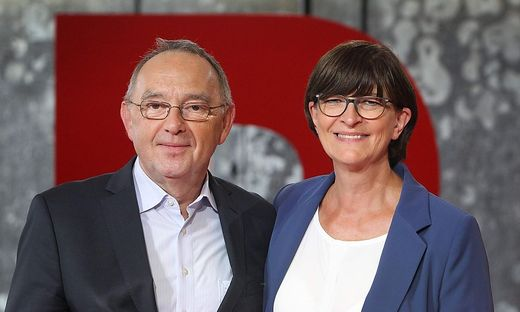 Norbert Walter Borjans und die Bundestagsabgeordnete Saskia Esken