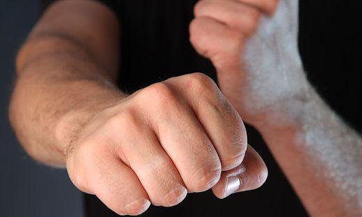 In den meisten Fällen werden Männer gewalttätig. Nur fünf Prozent der Opfer sind Männer