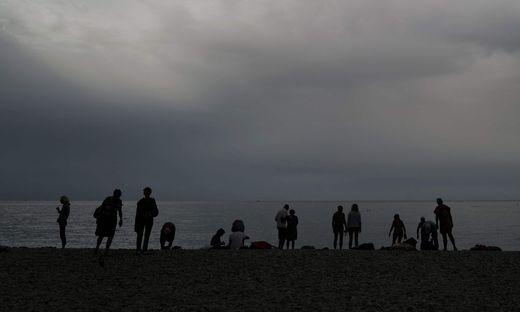 Weltuntergangsstimmung in Nizza, bevor das Schlechtwetter einsetzte