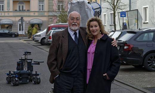 Lindenstra�e meets In aller Freundschaft Im Bild Alexa Maria Surholt Sarah Marquardt neben Ludwi