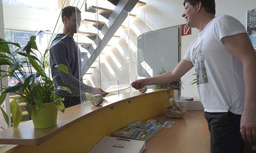 Unternehmer Thomas Prusnik in der Praxis von Hausärztin Dr. Xander