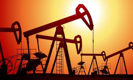 """Gestängetiefpumpen (""""Pferdekopfpumpen"""") prägen das Bild der meisten Ölfelder"""